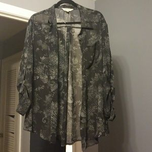 Xl black blouse long sleeve or rolled up.